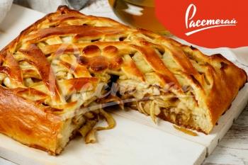 Пирог с запеченными яблоками и корицей